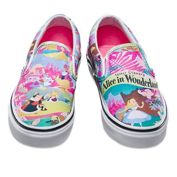 baa04b5e365 Alice and Wonderland Slip on Vans💗. M 5b4005bdf63eeae8a0d16170